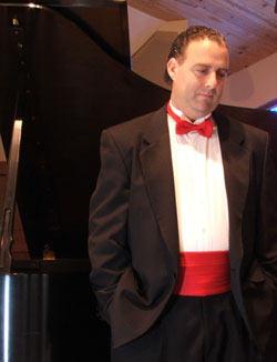 marcos-daniel-flores-pianist