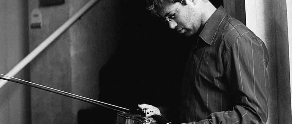 http://www.organiste.net/dev/tomas-cotik/wp-content/uploads/sites/3/2015/09/tomas-cotik-violinist-2.jpg